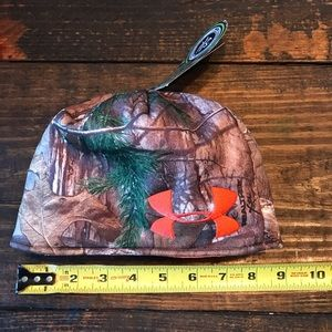 NWT Under Armour Camo Youth Beanie